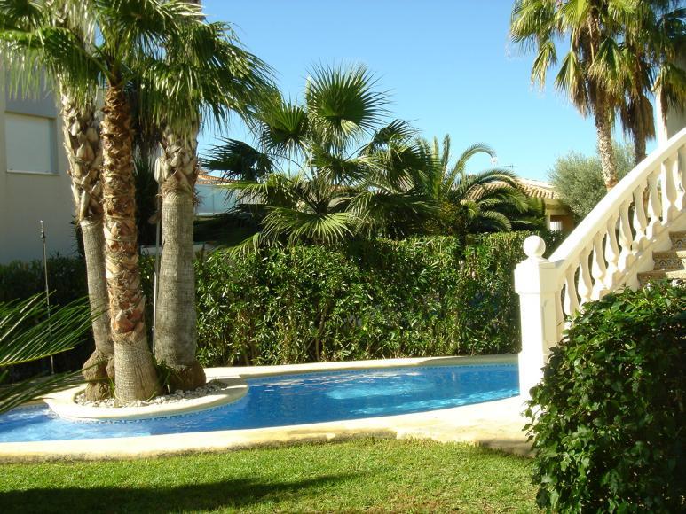 Amplio chalet con jard n piscina y parking en oliva nova - Camping en oliva con piscina ...
