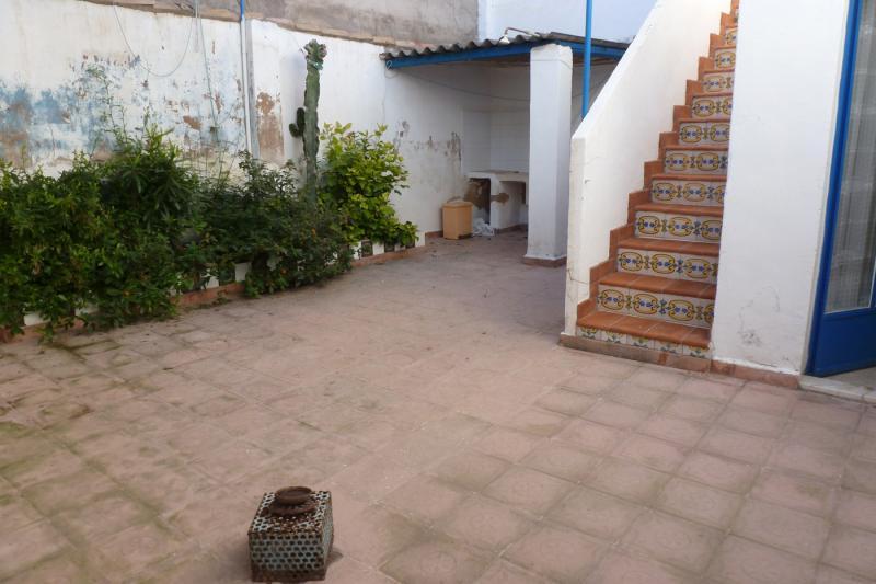 Casa de pueblo con patio interior y terraza Fotos de patios de casas